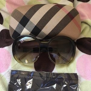 Authentic Burberry Oversized Sunglasses 🕶